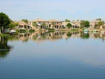озеро 2 домов Стоковые Фотографии RF