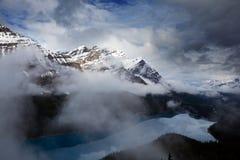 озеро alberta banff Канады обнаружило местонахождение peyto национального парка Стоковые Фото