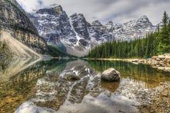озеро alberta banff Канады обнаружило местонахождение парк морены louise национальный близкий Стоковое Фото