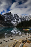 озеро alberta banff Канады обнаружило местонахождение парк морены louise национальный близкий Стоковая Фотография