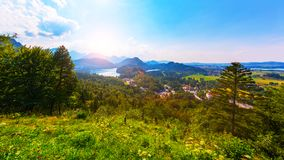 Озеро Alpsee, район Ostallgau, Бавария, Германия Стоковое Изображение