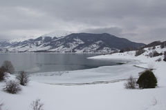 Озеро Apennines в зиме Стоковая Фотография RF
