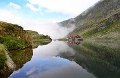 озеро balea transfagarasan Стоковые Фото