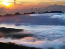озеро batur над солнцем подъема стоковые изображения