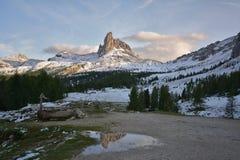Озеро Becco di mezzodi, rocheta и Croda da Lago, ` Ampezzo Cortina d стоковое изображение rf
