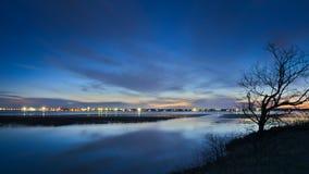 Озеро Bemidji, Минесота на выходе реки Миссисипи на заходе солнца стоковые изображения