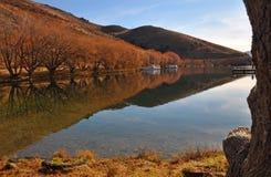Озеро Benmore в осени, Otago, Новая Зеландия Стоковые Изображения
