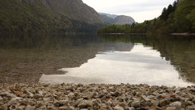 Озеро Bohinj в Словении, Европе сток-видео