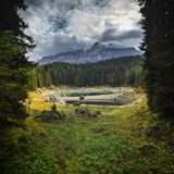 Озеро Carezza в Италии стоковые фото