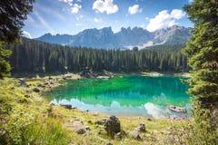 Озеро Carezza, доломиты, Италия, 2016 Стоковые Фотографии RF
