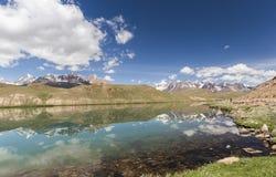 Озеро Chandrataal Стоковое фото RF