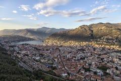 Озеро Como Италия Панорамный взгляд города Como от замка Baradello стоковая фотография rf