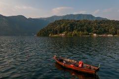 Озеро Como и шлюпка рыболова Стоковое Изображение RF