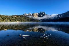 Озеро Cuopu в утре осени Стоковое фото RF