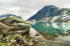 Озеро Djupvatnet около горы Dalsnibba, Норвегии стоковая фотография