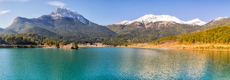 Озеро Doxa в панораме Греции Известное touristic назначение стоковые изображения rf