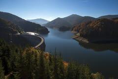 Озеро Dragan, резервуар запруды используемый для того чтобы произвести электричество стоковая фотография