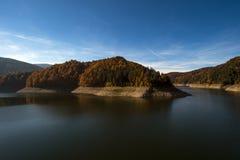Озеро Dragan, резервуар запруды используемый для того чтобы произвести электричество стоковая фотография rf