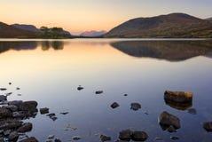 Озеро Droma, Garve, гористые местности, Шотландия, восход солнца Стоковая Фотография