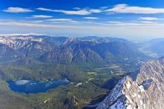 Озеро Eibsee и баварец Альпы Стоковое Изображение