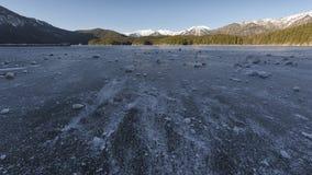 Озеро Eibsee, который замерли в зиме Стоковое Изображение
