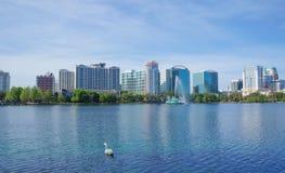 Озеро Eola, многоэтажные здания, горизонт, и фонтан стоковое фото