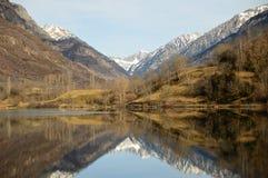 Озеро Eriste одно утро в декабре отсутствие облака и славные отражения в воде Стоковое фото RF