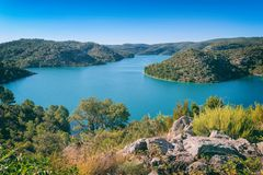 Озеро Esparron, красивый ландшафт дневного времени, национальный парк Провансали, ущелья Вердон, Alpes-de-Haute-Провансаль, Франц стоковые фотографии rf