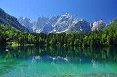 Озеро Fusine, итальянское альп, зона Friuli, Италия Стоковое фото RF