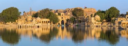 Озеро Gadi Sagar (Gadisar) в Jaisalmer стоковое изображение