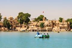 Озеро Gadsisar (Gadisagar) стоковые фотографии rf