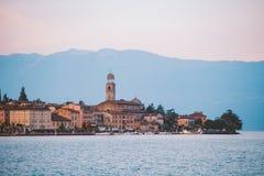Озеро Garda обозревая городок Salo Италия Стоковое фото RF