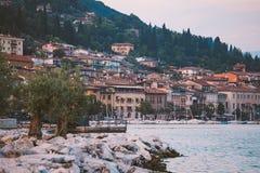 Озеро Garda обозревая городок Salo Италия Стоковое Изображение