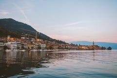 Озеро Garda обозревая городок Salo Италия Стоковые Фото