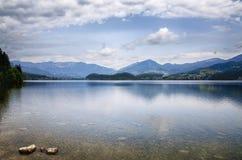 Озеро Hallstattersee в утре Стоковое фото RF