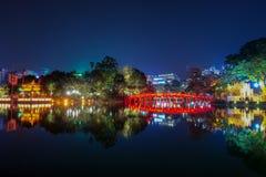 Озеро Hoan Kiem на ноче в Ханое Вьетнаме Стоковая Фотография