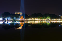 Озеро Hoan Kiem на ноче в Ханое Вьетнаме Стоковые Изображения RF