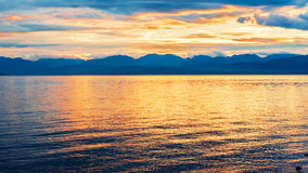 Озеро Hovsgol красота в свете захода солнца Стоковое Фото