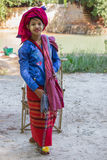ОЗЕРО INLE, МЬЯНМА - 30-ое ноября 2014: неопознанная девушка внутри Стоковая Фотография RF