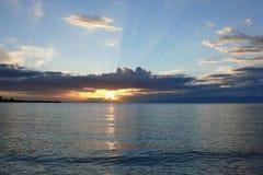 Озеро Issyk-Kyl, восход солнца, Кыргызстан Стоковые Фото