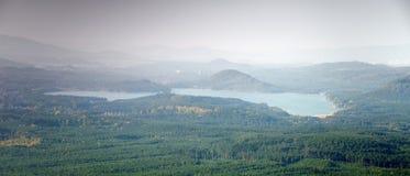 Озеро jezero Machovo в чехословакской осенней зоне kraj Machuv 13-ого октября 2018 стоковые изображения rf