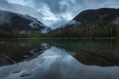 Озеро Joffre стоковое фото rf