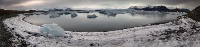Озеро Jokulsarlon дня Исландии Стоковая Фотография RF