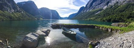 Озеро Jolstravatnet в южной Норвегии Стоковая Фотография