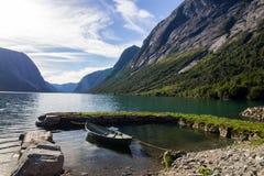 Озеро Jolstravatnet в южной Норвегии Стоковые Фотографии RF