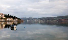 озеро kastoria стоковое изображение rf
