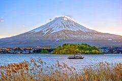 Озеро Kawaguchiko и гора Япония Фудзи, в зиме Стоковая Фотография RF