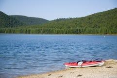 озеро kayak пляжа Стоковое Изображение RF