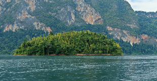 Озеро Khao Sok Стоковое Изображение RF
