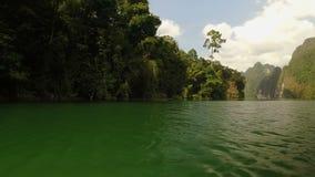 Озеро Khao Sok Cheow Larn, Таиланд акции видеоматериалы